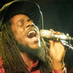 Escucha a Chronixx, Jesse Royal, Iba Mahr, Kelissa...versionando a Dennis Brown